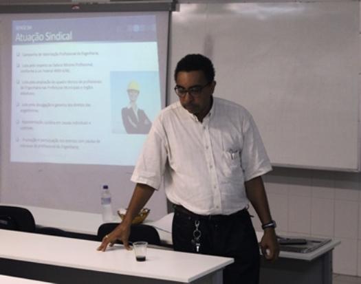 Presidente do SENGE-BA ministra palestra na Faculdade Área 1