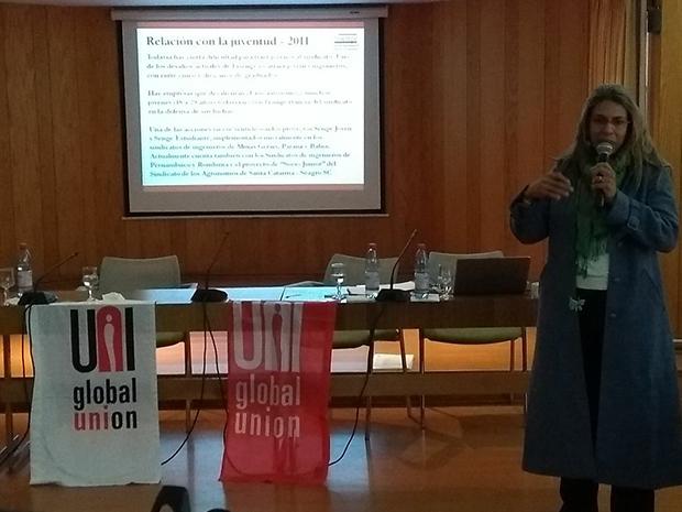 No Chile, diretora da Fisenge ministra palestra sobre a relação da organização sindical com a juventude