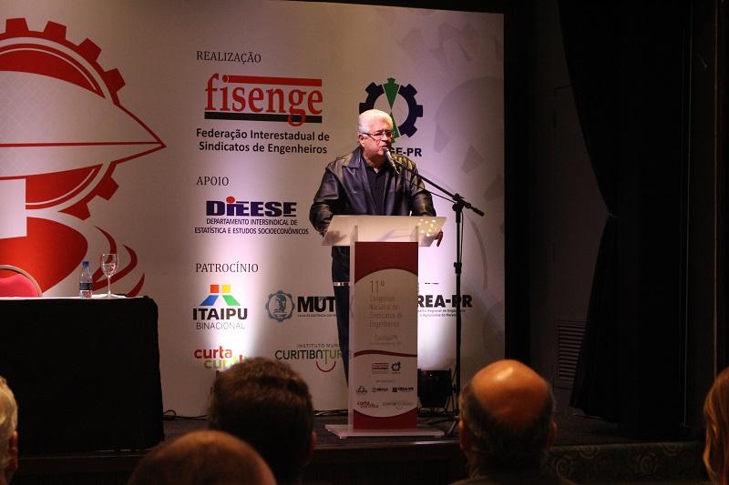Senador Roberto Requião faz palestra de abertura do 11º Consenge