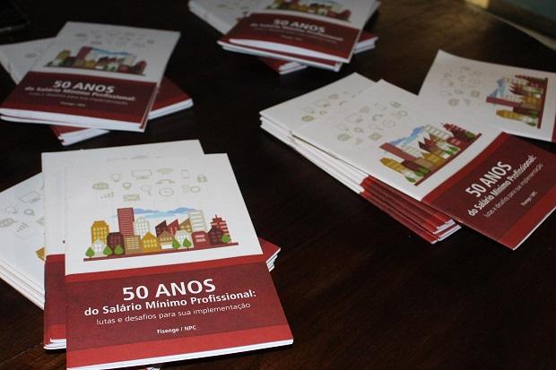 """Lançada em Salvador a cartilha """"50 anos do Salário Mínimo Profissional"""""""