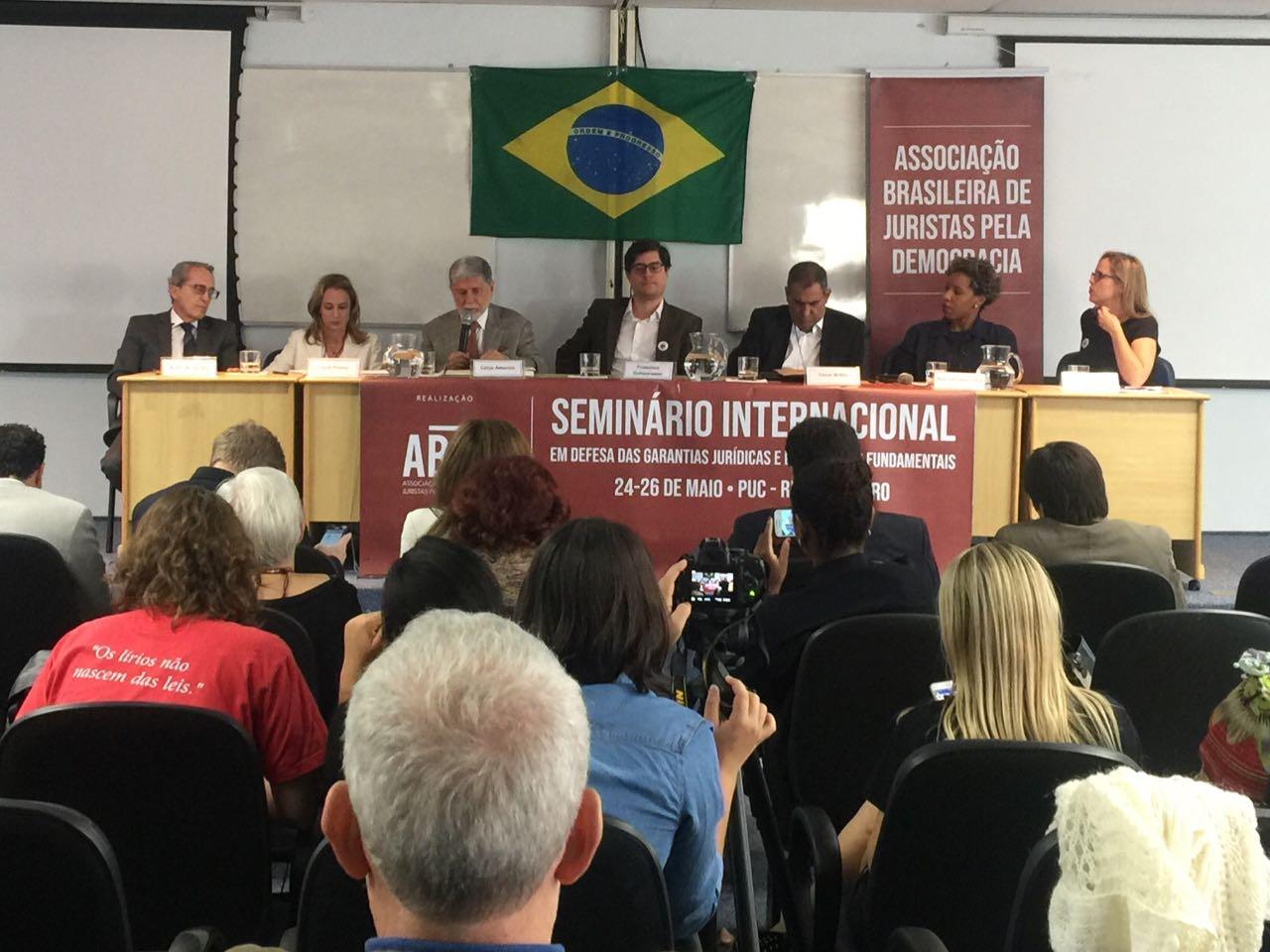 Seminário internacional defende Constituição brasileira