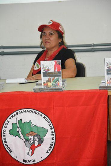 Militante dos Sem Terra e mestre em educação pela UFBA, Djacira Araujo lança livro