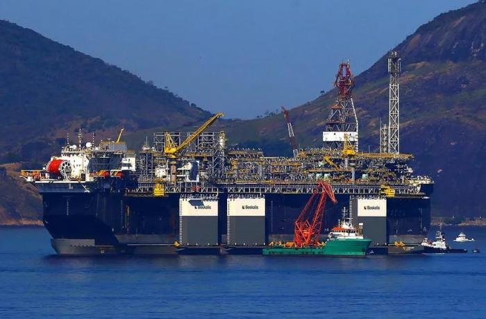 Em carta, engenheiros da Petrobras denunciam entrega do petróleo brasileiro