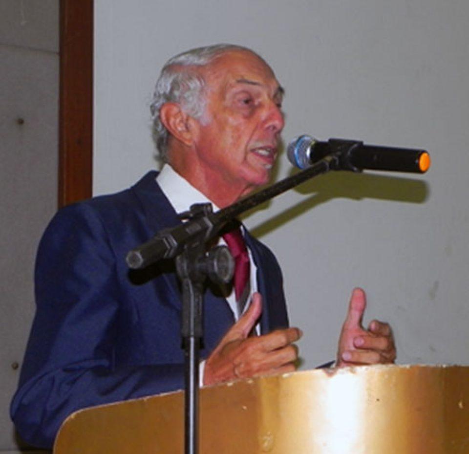 EngºCivil Paulo Medeiros durante Seminário sobre Gestão de Resíduos Sólidos, realizado em 2013.